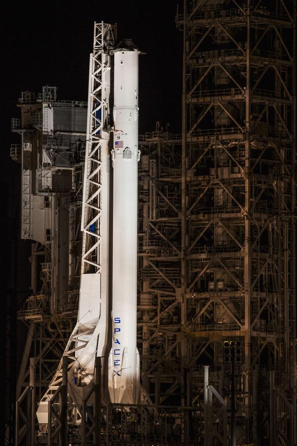 """Falcon 9 CRS-10 установлен на """"Лунный старт"""" Ракета, spacex, Falcon 9, космос, МКС"""