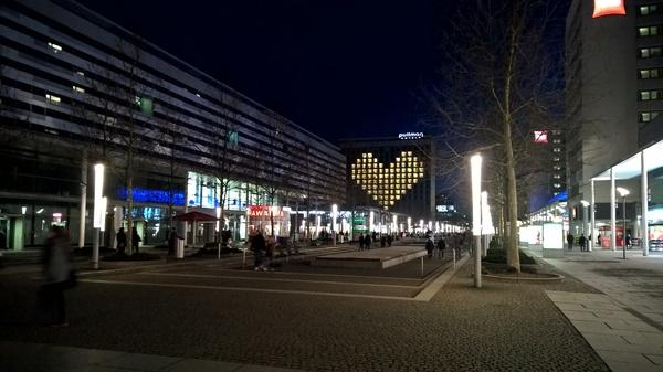 Так, отель сети Pullman, поздравил всех с 14 Февраля в Дрездене.