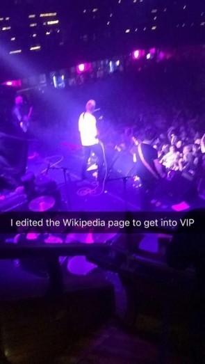 Британец попал в VIP-зону на концерте, отредактировав страницу группы в «Википедии» VIP, Концерт, Википедия, Помощь, Попал, Зона, Длиннопост