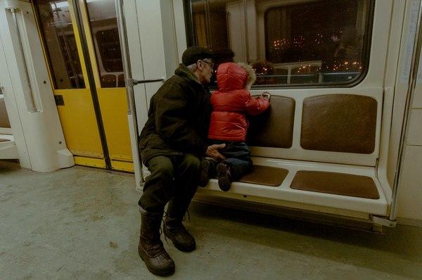 Приставание в метро фото