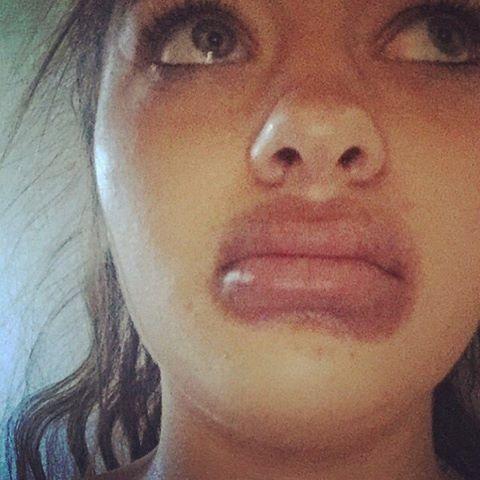 Пухлые губки у девки, молодые девчонки показывают пизденки