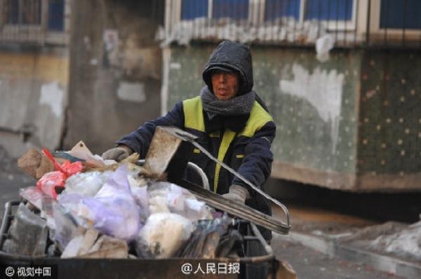 Китайский дворник за 30 лет оплатил образование 37 обездоленных детей Дворник, Дети, Добро, Обучение, Длиннопост