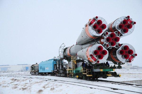 Ракета-носитель «Союз-У» с грузовым кораблем Прогресс МС05 вывезена на стартовую площадку ракета, союз, запуск, космос, Байконур, видео
