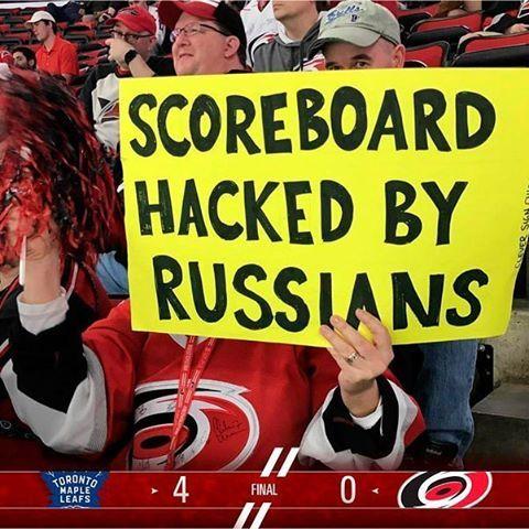 Плакат на матче Каролина - Торонто (0:4) Хоккей, НХЛ, Юмор, Самоирония, русские хакеры, США, политика