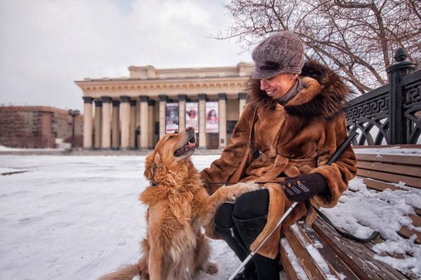 Группу незрячих с собакой-поводырём отказались пустить в «Шашлыкофф» в Новосибирске Новосибирск, Незрячие, Собака-Поводырь, Шашлыкоф, Чудаки, Сибфм, Длиннопост