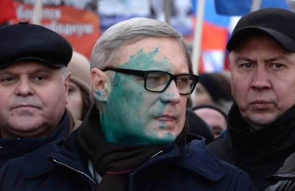 Касьянова облили зеленкой на марше Немцова Политика, касьянов, зеленка, не отмоешся, митинг, парнас, видео, длиннопост