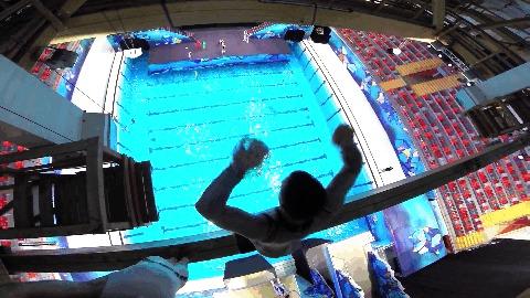 Прыжок веры в реальной жизни с высоты 4 этажа Прыжки в воду, Прыжок веры, Assassins creed, Youtube, Видео, Гифка
