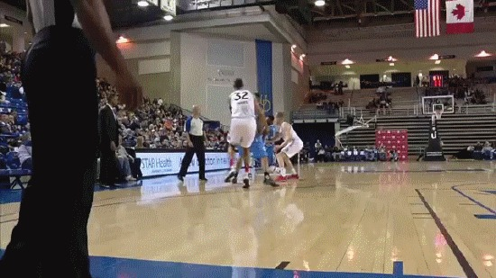 Нэйт Робинсон обыграл соперника, пробежав между его ног Баскетбол, НБА Д-Лига, Нэйт Робинсон, гифка, видео