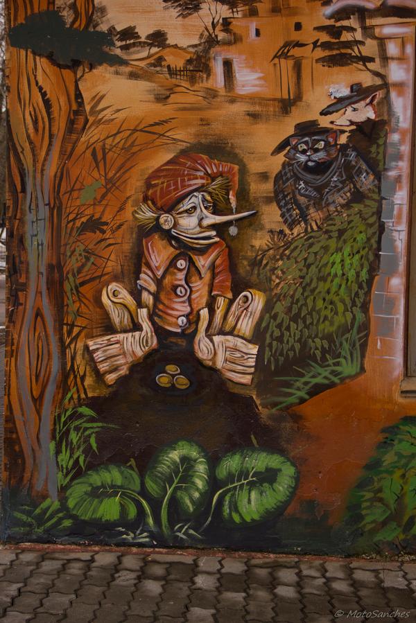 Всех с весной! Вот такой примечательный разрисованный домик повстречался мне однажды в подмосковной Дубне. Глаз не оторвать. Дубна, Дом, Граффити, Длиннопост