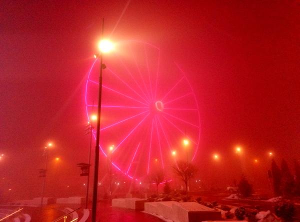 Когда в туман колесо обозрения загорается красным... Фотография, Колесо обозрения, Инферно, Светодиодное освещение, Туман, Алматы