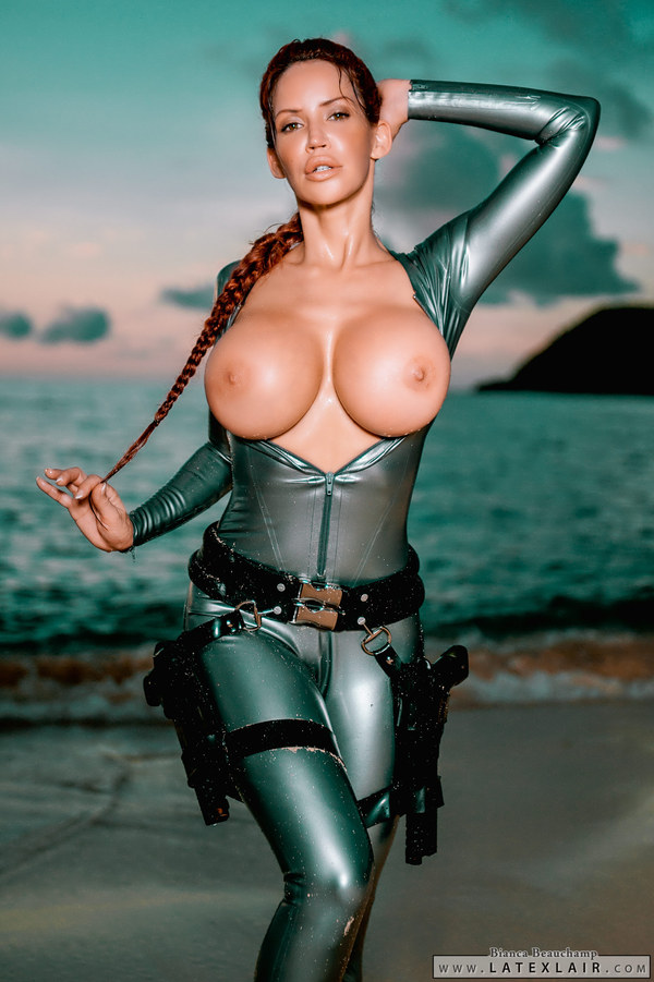 Lara latex голая живое фото