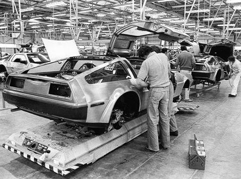 Цех по сборке машины времени. DeLorean DMC-12 Машина времени, Назад в будущее, De lorean, Авто, Фотография, Интересное, Ретро, Длиннопост