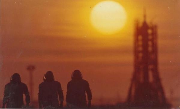 """""""На работу в космос"""" старое фото, Байконур, космонавт, Космический корабль"""