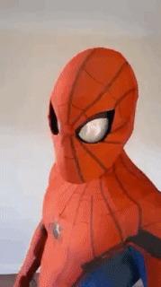 Кажется, человек-паук строит мне глазки.