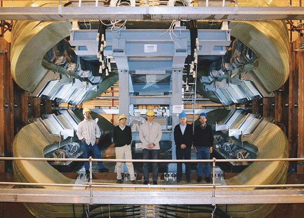 В БАК нашли сразу пять новых очарованных состояний коллайдер, квантовая физика, наука