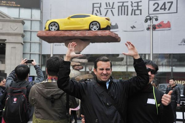 Мастер балансировки установил автомобиль на хрупкий постамент из камней Мастер, Балансировка, Авто, Длиннопост