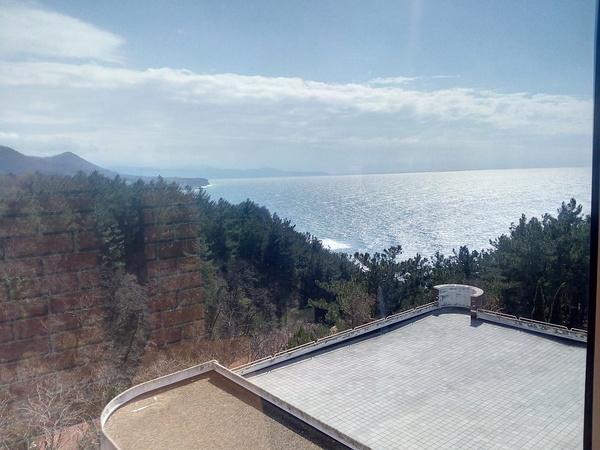 Вид из окна на работе Фотография, Вид из окна, Хорошая погода, Море и горы