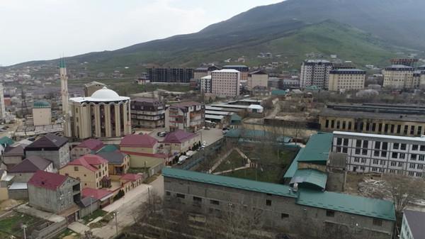В строящемся доме в Дагестане замуровали окна, выходившие на резиденцию муфтия Дагестан, Махачкала, дом, муфтий, новости, религия