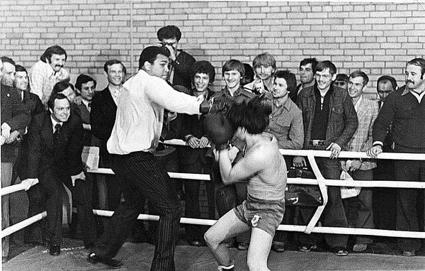 Как Мухаммед Али вышел на ринг против боксера из Бурятии Спорт, Бокс, Мохаммед Али, История, Легенда, Длиннопост