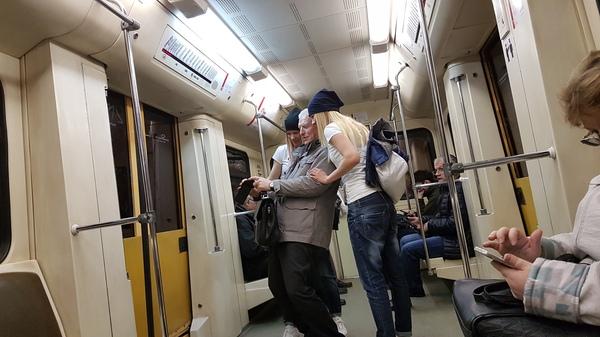 В метро интересно