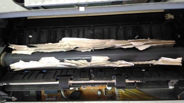 Одна женщина решила, что печатать на писчей бумаге - офигенная мысль фотография, принтер