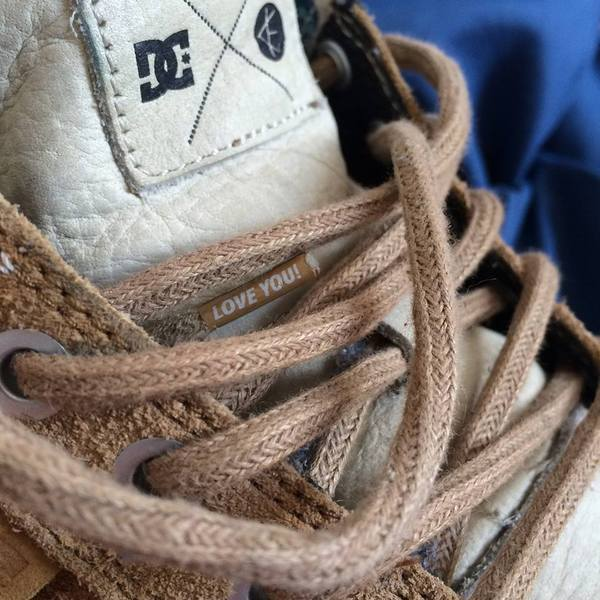 Когда твой ботинок любит тебя, но это неточно. Кеды, Шнурки, Стиль, Хипстеры, Креатив, Реклама, Дизайн, Пасхалка