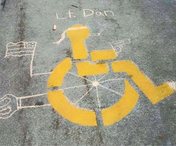 — Лейтенант Дэн, но у Вас нет ног! Форрест Гамп, Рисунок на асфальте, Инвалид, Фотография, Не мое, Юмор