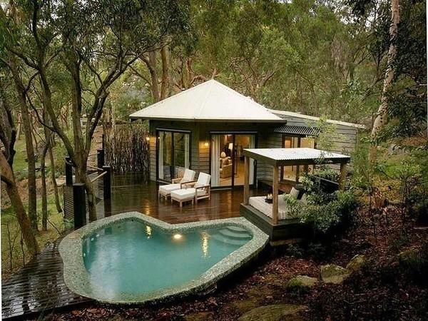 Чудесный домик в лесу