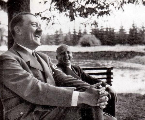 """В Белом Доме """"сравнили"""" отношение Асада и Гитлера к химическому оружию Политика, США, Сирия, госдеп"""