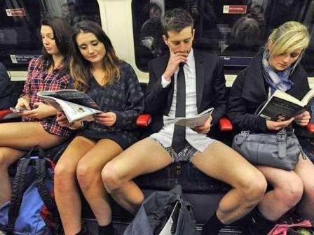 сидячие девушки между ног в автобусе видео