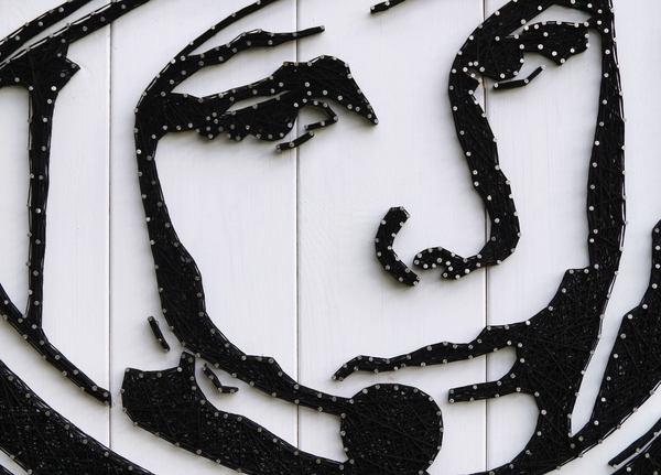 Портрет Юрия Гагарина из гвоздей и ниток. Юрий Гагарин, 12 апреля, День космонавтики, String art