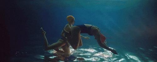Синхронное плавание Синхронное плавание, Вверх ногами, Побежали отсюда, Гифка