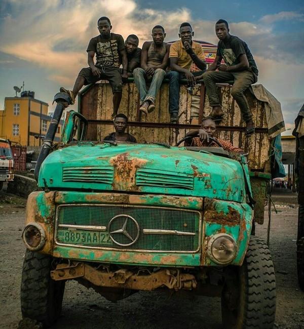 Как говорится: Мерседес, он в Африке Мерседес) Мерседес, Конго, Африка
