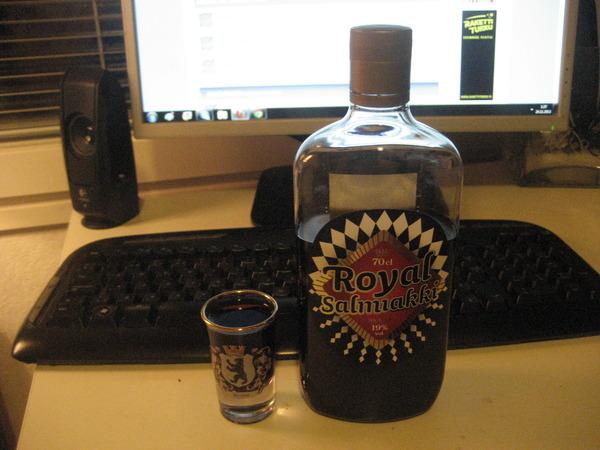 Дёготь. Пить. алкоголь, финляндия, настойки, их нравы, лакрица, дёготь, длиннопост