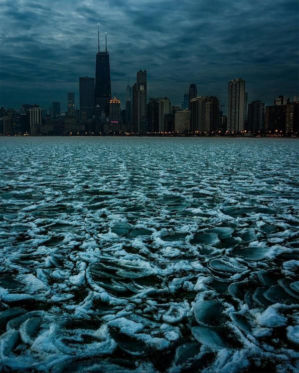 Зимний Чикаго где-то в Чикаго, зимний город, чикаго, небоскреб, поезд, фотография, длиннопост