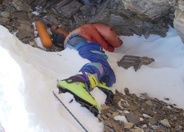 Погибших на Эвересте укроют саваном: российские альпинисты готовят уникальную экспедицию Альпинизм, Эверест, экспедиция, русские, длиннопост