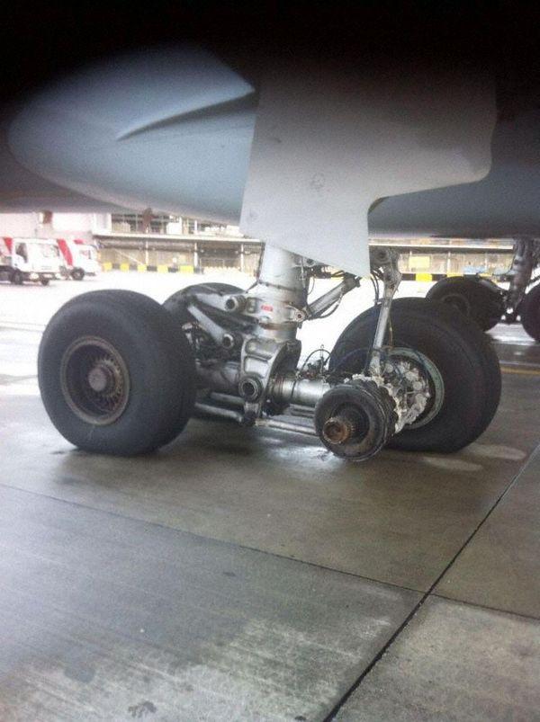 Самолёт колесико потерял Авиация, Airbus, Инцидент, Самолет, Фотография, Aviation herald