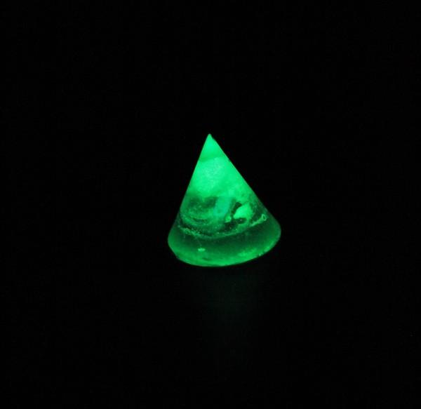 Shine in Dark - конус с пирамидкой. Рукоделие без процесса, Эпоксидная смола, Рукоделие, Люминофор, Конус, Пирамида, Длиннопост