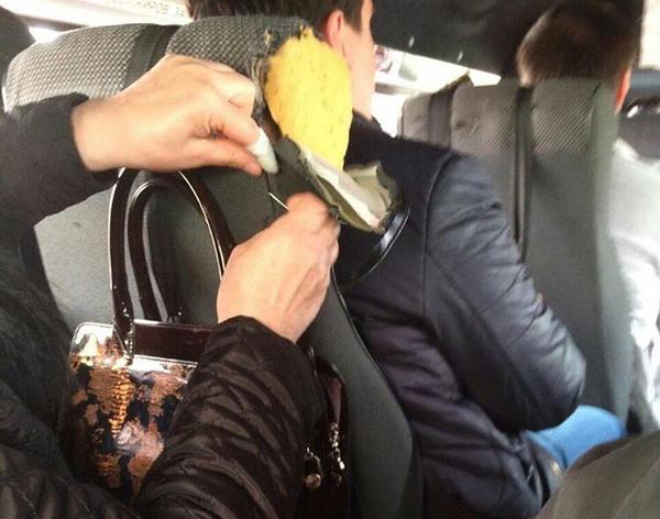 Жительница Дагестана по дороге зашила сиденье в маршрутке Россия, Дагестан, Помощь, Маршрутка, Человек действия, История, Добро