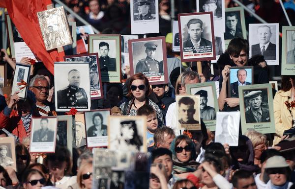"""ВЦИОМ: 96% россиян положительно относятся к акции """"Бессмертный полк"""" События, Общество, Россия, Вциом, Акции, Бессмертный полк, Liferu"""