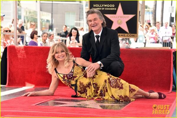 Курт Рассел и Голди Хоун получили звёзды на голливудской Аллее славы Курт Рассел, Голди Хоун, Кейт Хадсон, Риз Уизерспун, Квентин Тарантино, Фильмы, Аллея Славы, Голливуд, длиннопост
