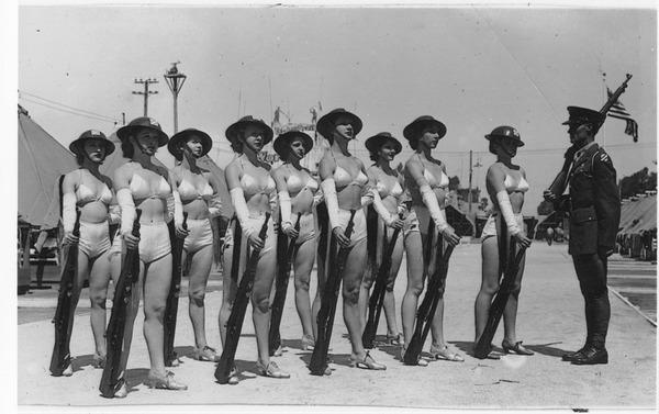 Девушки в экипировке третьей пехотной дивизии США, 1930-е. Девушки, США, 1930-е, Армия США, Ретро