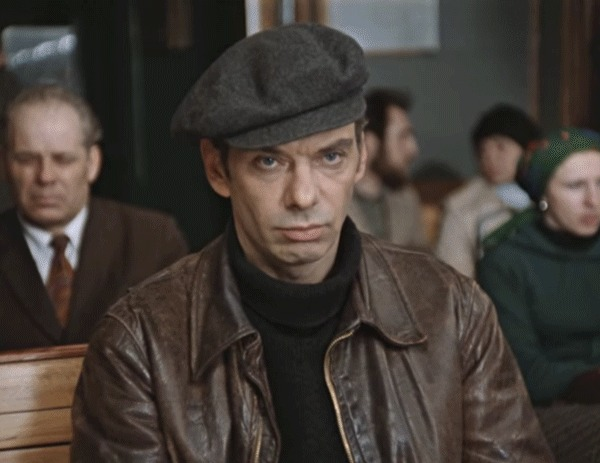 По мотивам поста про блины в кармане блины, электричка, Москва слезам не верит, гифка