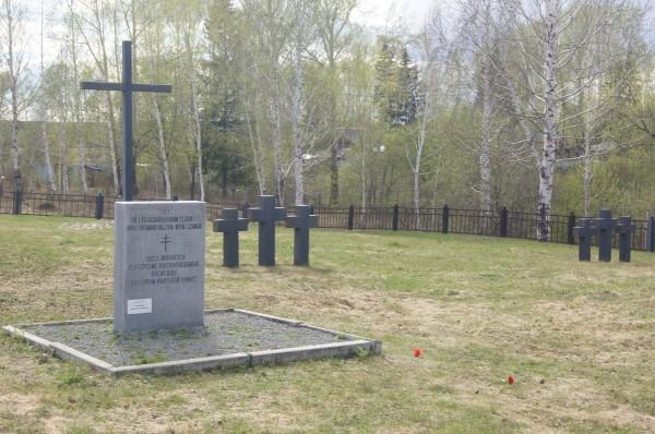 Старик голодает, требуя привести в порядок ветеранское кладбище. Подрядчик на мерсе AMG смеется 9 мая, беспредел, длиннопост