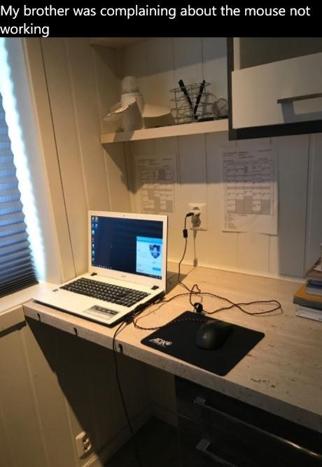 Мой брат жаловался, что мышь не работает. 9gag, Ноутбук, Компьютерная мышка