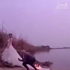 Невесте подожгли платье для эффектного свадебного фото