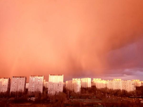 Битва закатов, городская версия. Фотография, Закат, Небо, Битва закатов