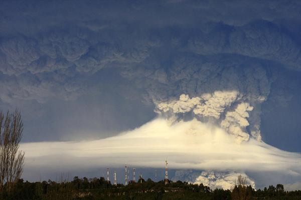 Извержение вулкана Пуеуэ в Чили. Наверное так будет выглядеть начало конца света...