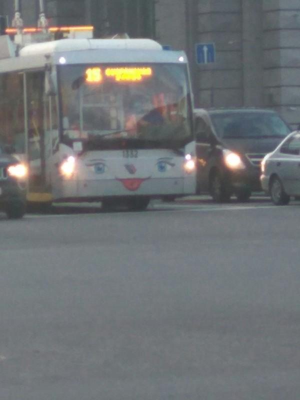 Вот такой весёлый троллейбус. Улыбнуло троллейбус, фотография, Улыбнуло