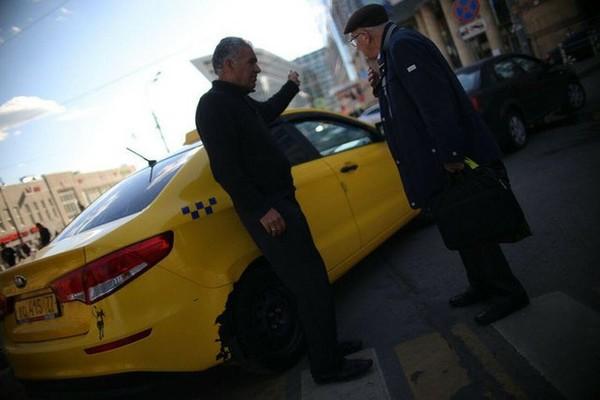 "Битва не на жизнь, а на деньги! ""Бомбилы"" в аэропортах объявили войну агрегаторам. Такси, uber, яндекс такси, gett, Глушилка GPS"